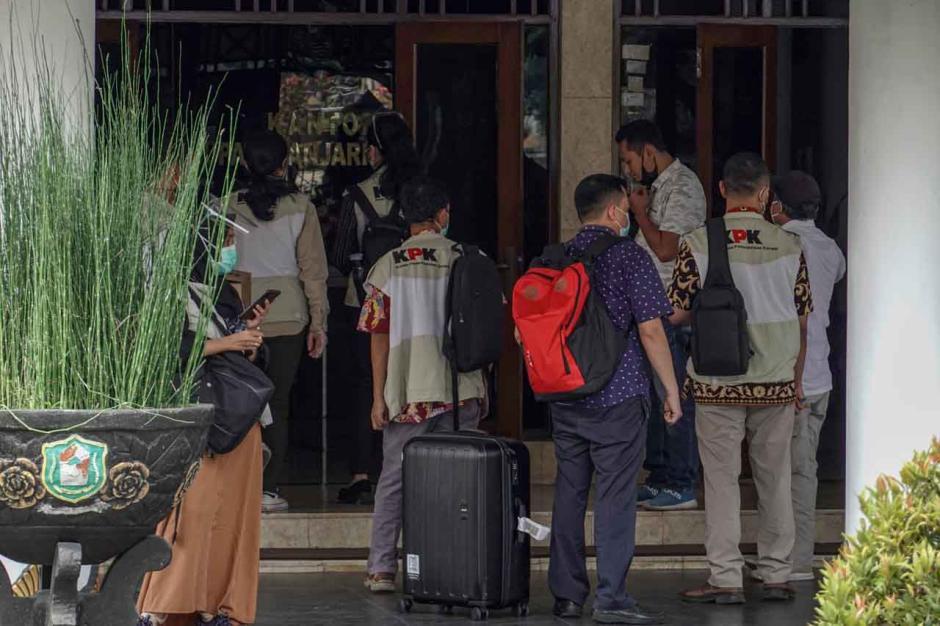 KPK Geledah Rumah Dinas dan Kantor Bupati Banjarnegara-2