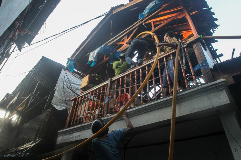 Imbas Kebakaran Kampung Pulo, 66 Kepala Keluarga Kehilangan Tempat Tinggal-0
