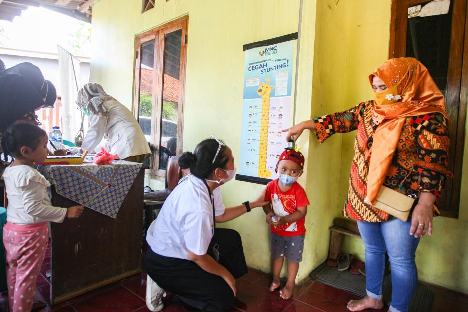 Cegah Stunting Pada Anak, MNC Peduli dan Posyandu Melati 9 Berikan Layanan Cek Gizi Rutin-1
