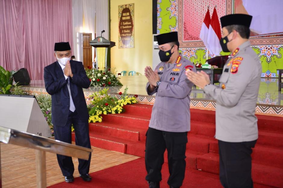 Kapolri Resmikan Gedung Baru Ponpes Assalam Sekaligus Tinjau Vaksinasi se-Jawa Barat-1
