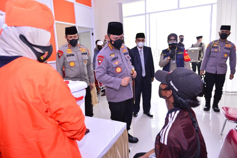 Kapolri Resmikan Gedung Baru Ponpes Assalam Sekaligus Tinjau Vaksinasi se-Jawa Barat-5