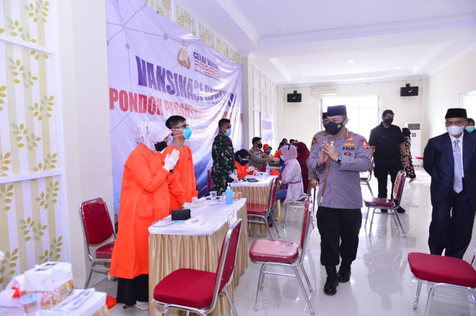 Kapolri Resmikan Gedung Baru Ponpes Assalam Sekaligus Tinjau Vaksinasi se-Jawa Barat-4