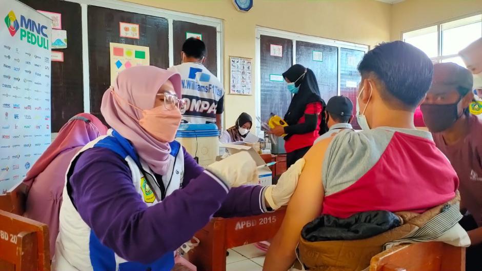 Hadir di Daerah Terpencil, Sentra Vaksinasi MNC Peduli Sasar Warga Desa Malasari Bogor-2
