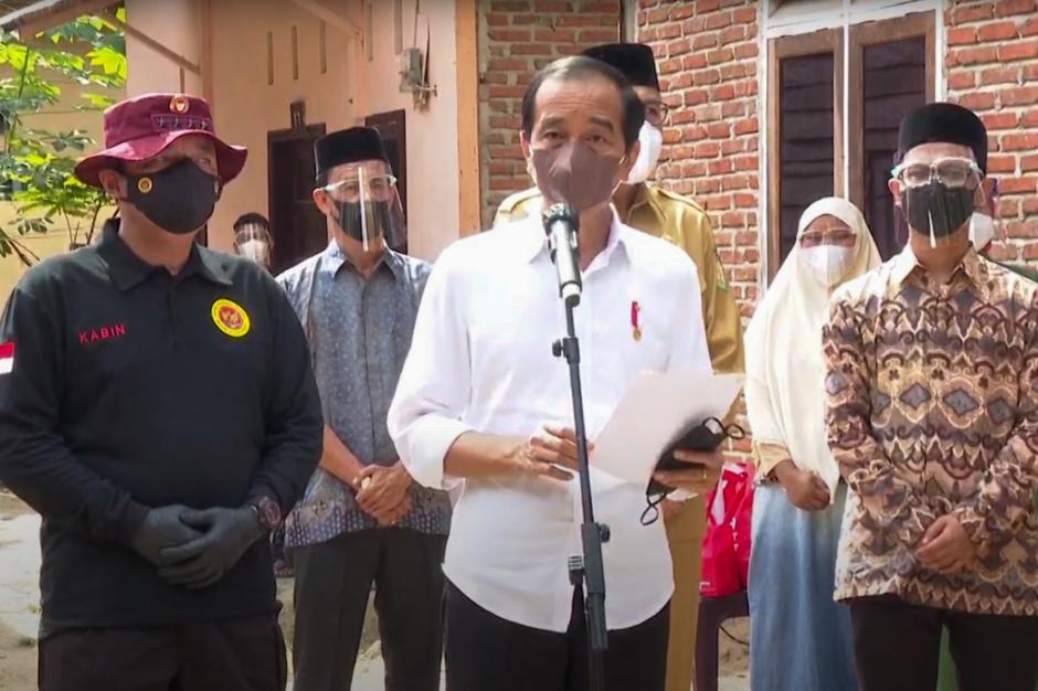 Presiden Jokowi dan Kepala BIN Budi Gunawan Tinjau Vaksinasi Door to door di Aceh-4