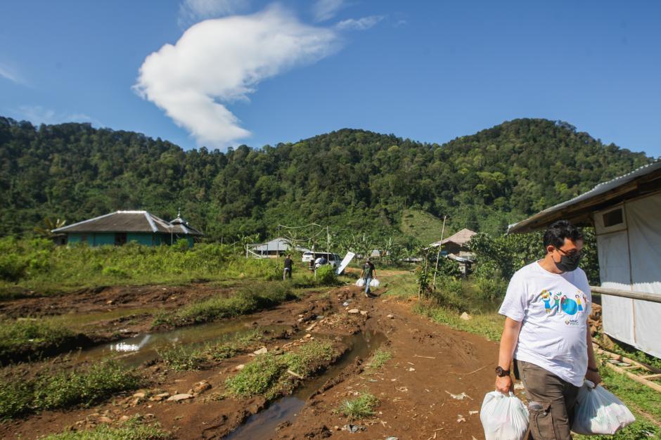 Berbagi Sesama, MNC Peduli Salurkan Sembako ke Warga Cisadon di Bogor-1