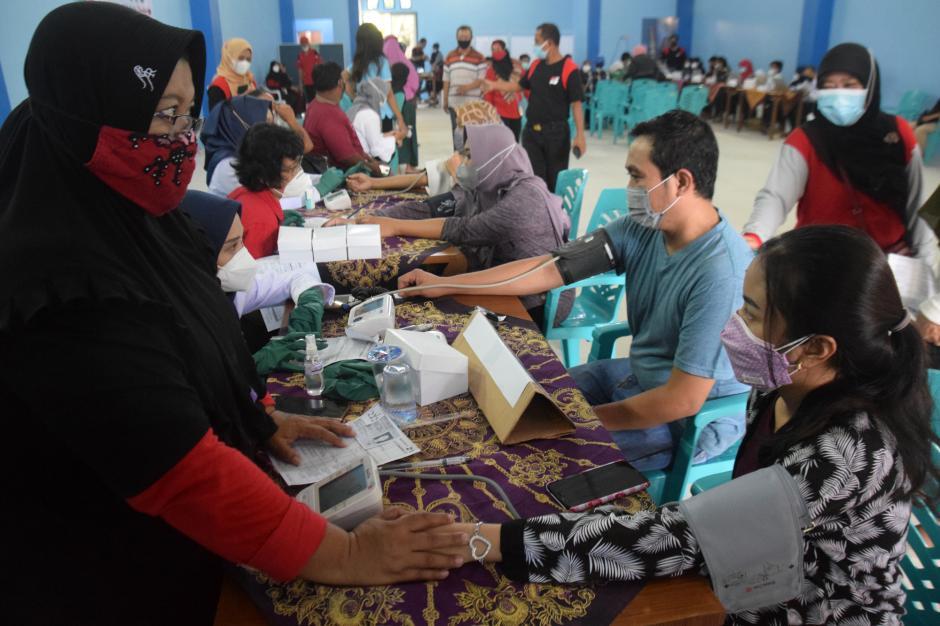 Antusiasme Warga Mangunharjo Semarang Ikuti Vaksinasi-0