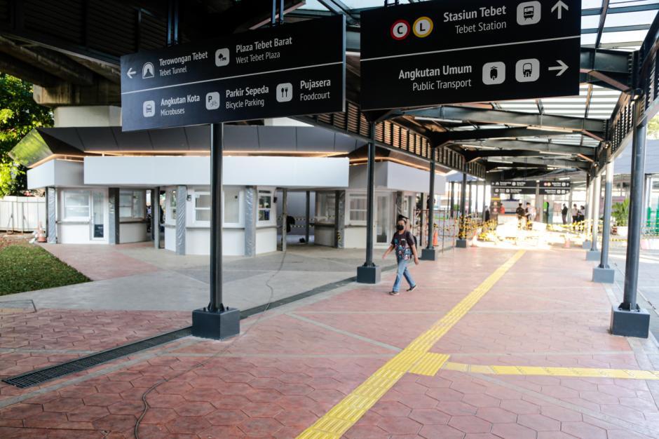 Melihat Lebih Dekat Wajah Baru Halte Integrasi Stasiun Tebet-2
