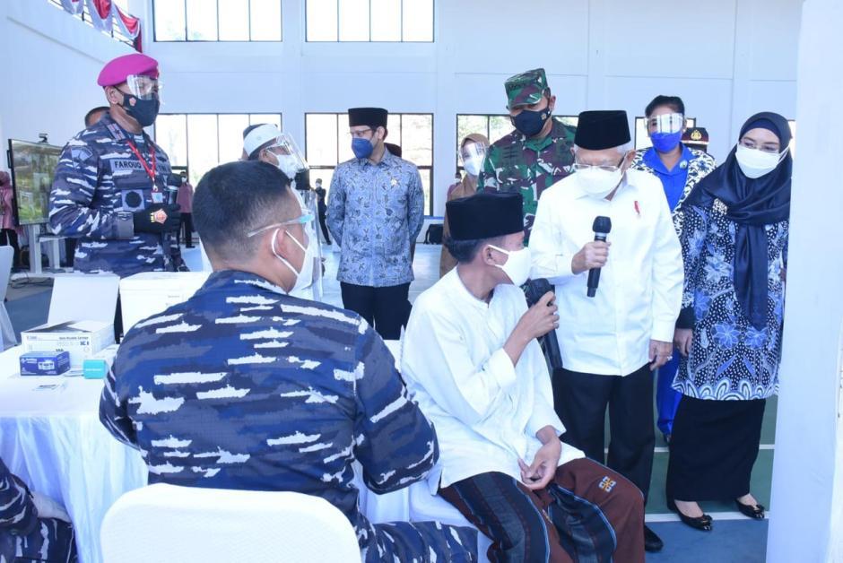 KSAL Dampingi Wapres RI Tinjau Serbuan Vaksinasi di Ponpes An Nawawi Tanara Banten-2