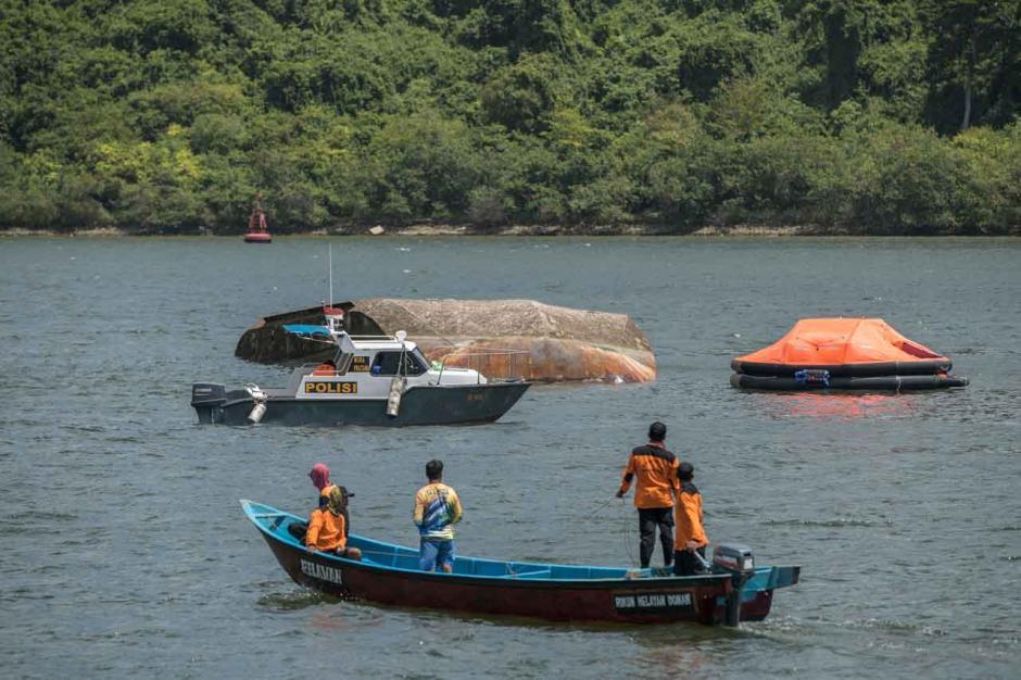 Dua Orang Meninggal, Petugas SAR Gabungan Sisiri Lokasi Tenggelamnya Kapal Pegayoman IV Milik Kemenkumham-2