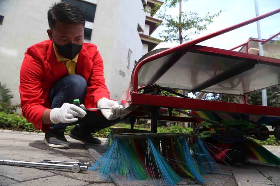 Kreatif, Mahasiswa Ini Rancang Sepeda Penyapu Sampah-2