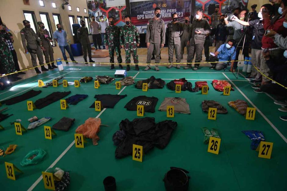 Polisi Beberkan Barang Bukti Kontak Tembak dengan Kelompok Teroris MIT Poso-3