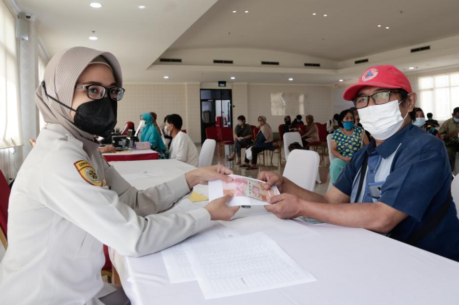 4.500 PKL dan Warung Terima Bantuan Tunai Rp1,2 Juta di Polres Metro Jakarta Pusat-0