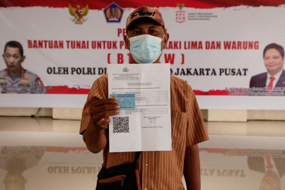 4.500 PKL dan Warung Terima Bantuan Tunai Rp1,2 Juta di Polres Metro Jakarta Pusat-2