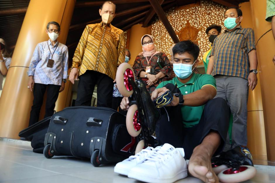 Pamit Berangkat PON Papua, Atlet Sepatu Roda UWKS Beraksi di Kampus-1