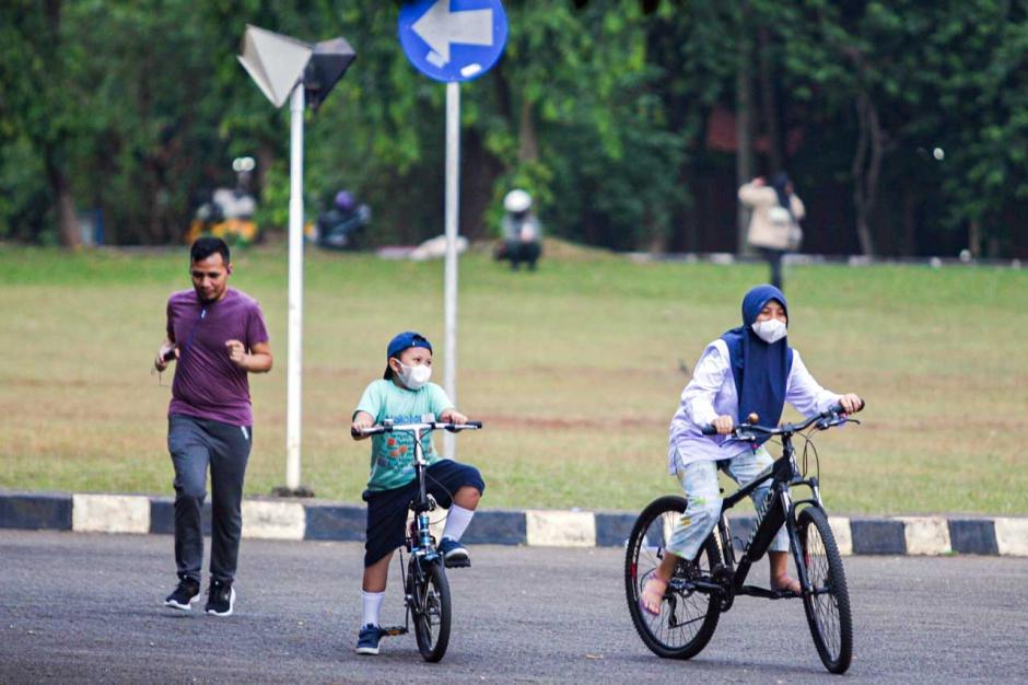Warga Manfaatkan Area Universitas Indonesia untuk Berolahraga-3
