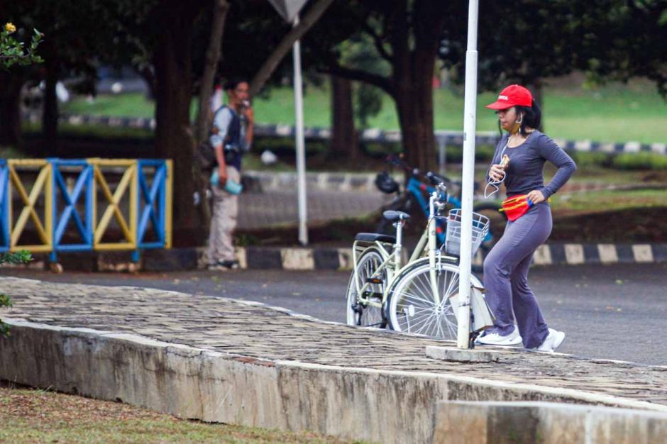 Warga Manfaatkan Area Universitas Indonesia untuk Berolahraga-1