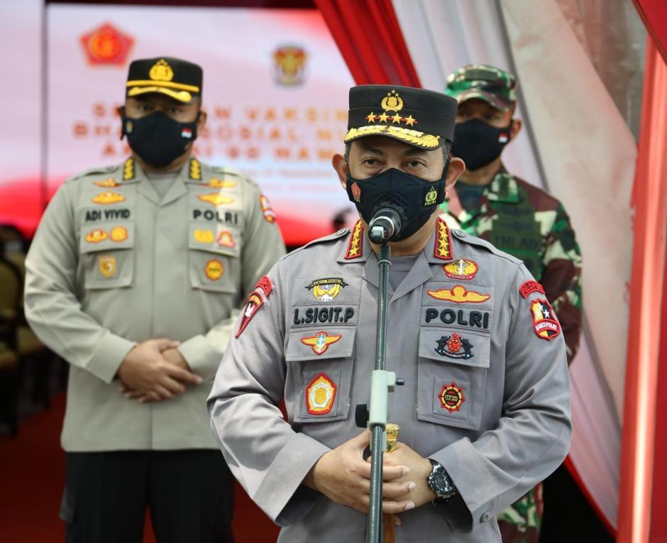Tinjau Serbuan Vaksinasi AKABRI 1998, Kapolri: Wujud Sinergitas TNI-Polri Tekan Pertumbuhan Covid-19-0