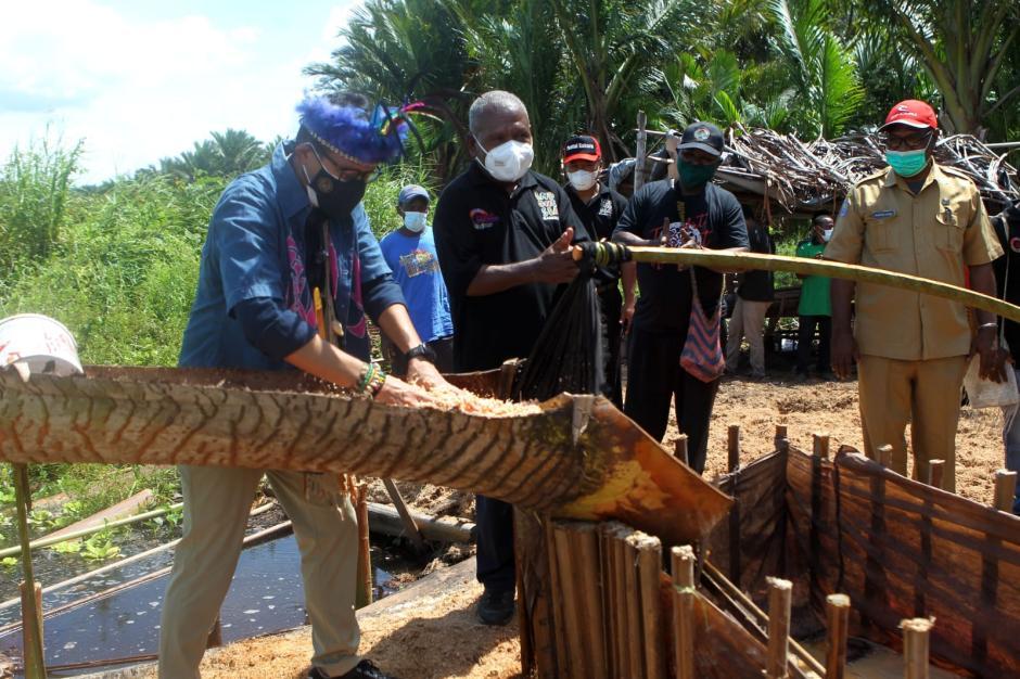 Sandiaga Uno Menteri Pertama Kunjungi Kampung Yoboi Papua-1