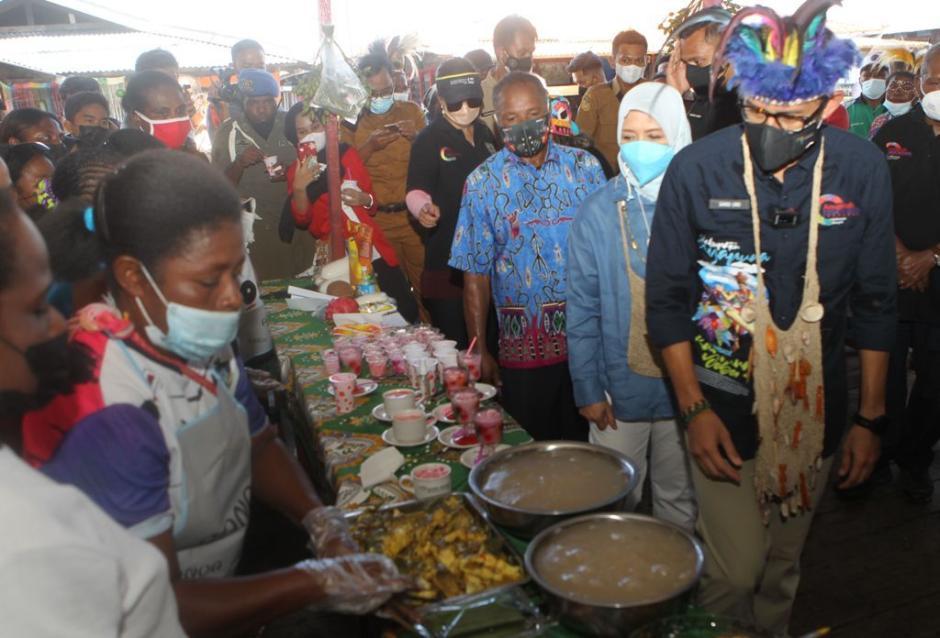 Sandiaga Uno Menteri Pertama Kunjungi Kampung Yoboi Papua-3