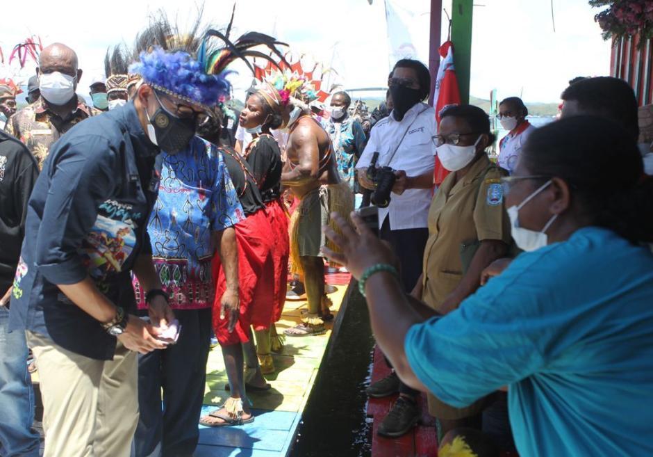 Sandiaga Uno Menteri Pertama Kunjungi Kampung Yoboi Papua-5