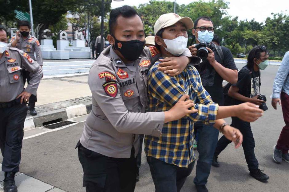 Aksi Tolak Monopoli Tanah dan Pangan Dibubarkan Polisi-1