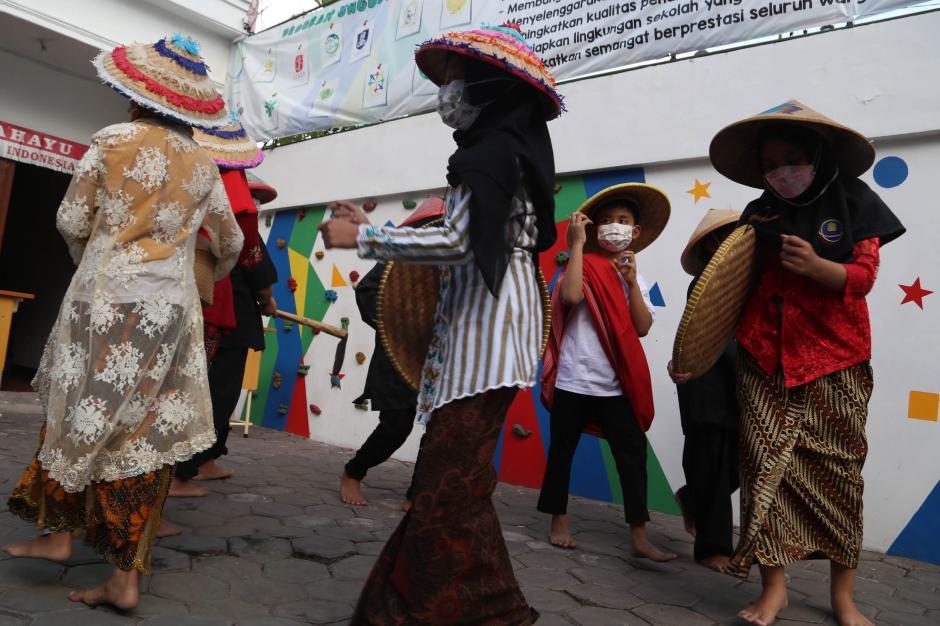 Pelajar Surabaya Suguhkan Drama Ritual Petani di Hari Tani Nasional 2021-4