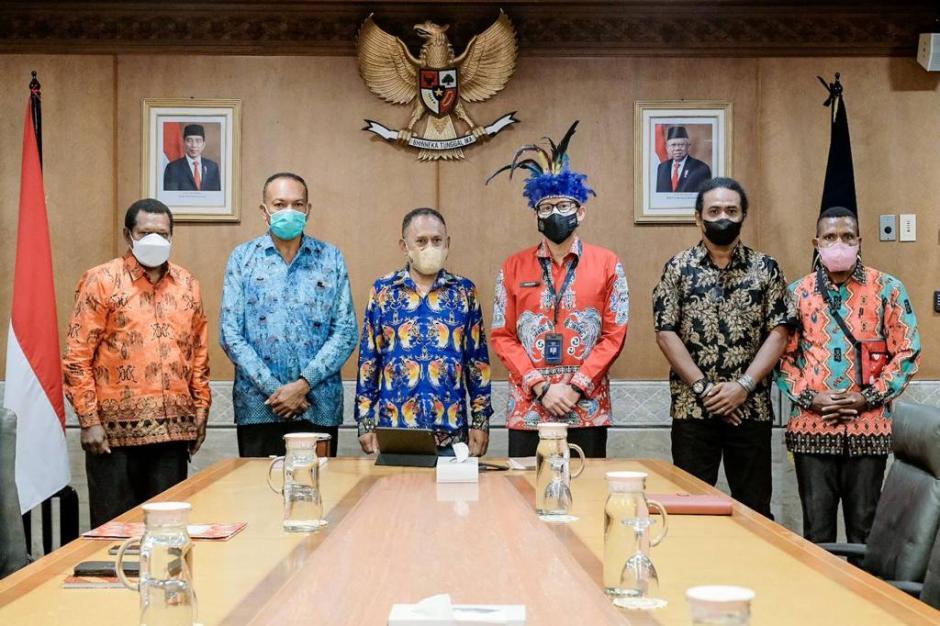 Sandiaga Uno Bertemu Tokoh Masyarakat Adat Papua-1