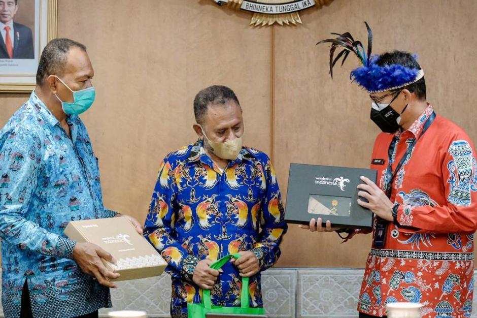 Sandiaga Uno Bertemu Tokoh Masyarakat Adat Papua-2