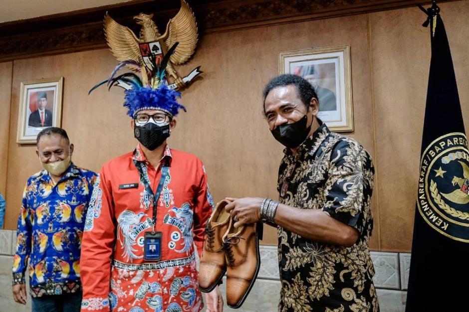 Sandiaga Uno Bertemu Tokoh Masyarakat Adat Papua-3