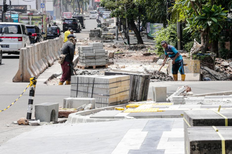 Revitalisasi Trotoar Jalan di Kawasan Senopati-2