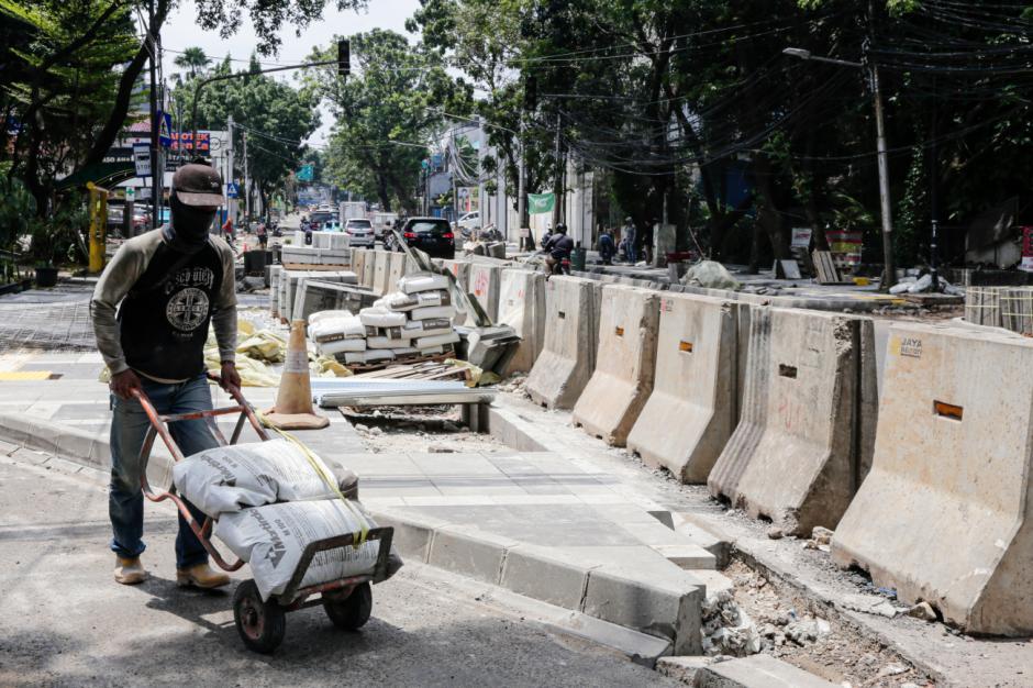 Revitalisasi Trotoar Jalan di Kawasan Senopati-3