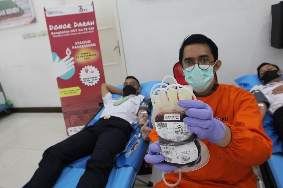 Sambut HUT KAI ke-76, PT KAI Gelar Donor Darah-2
