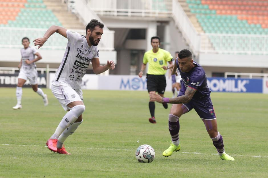 Liga 1 Indonesia : Bali United Tundukkan Persita 2-1-0