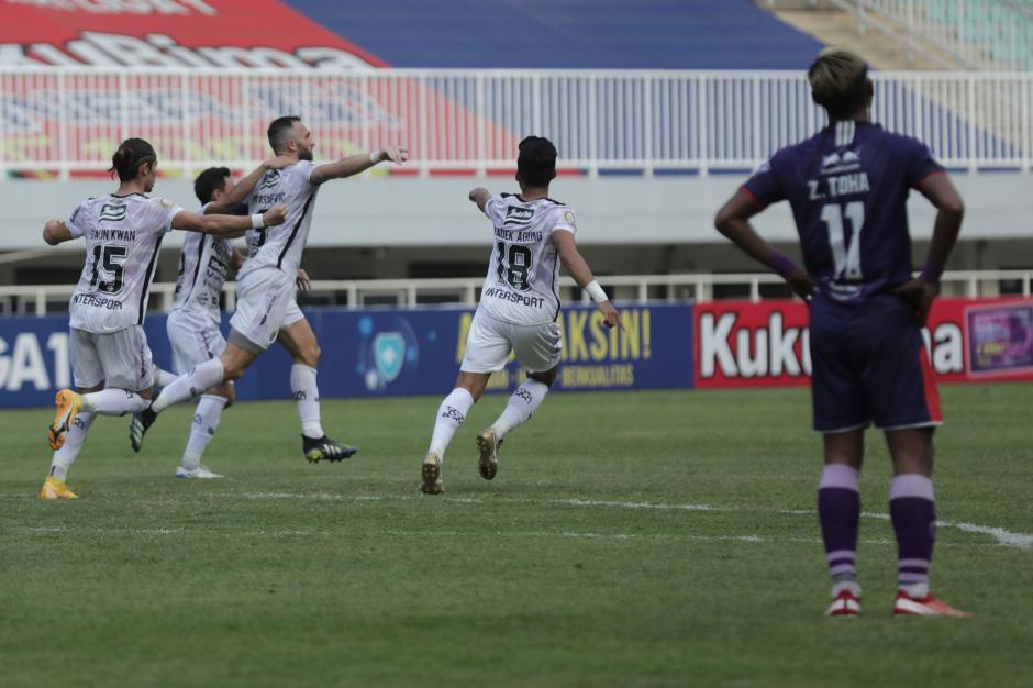 Liga 1 Indonesia : Bali United Tundukkan Persita 2-1-1