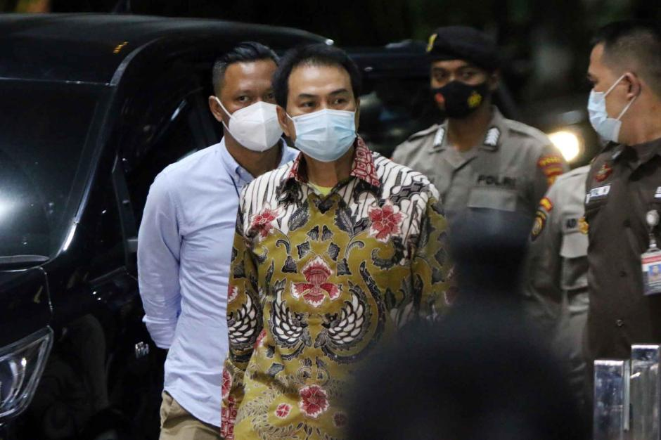 Ngeles Jalani Isoman, Akhirnya Azis Syamsuddin Dijemput Paksa KPK-0