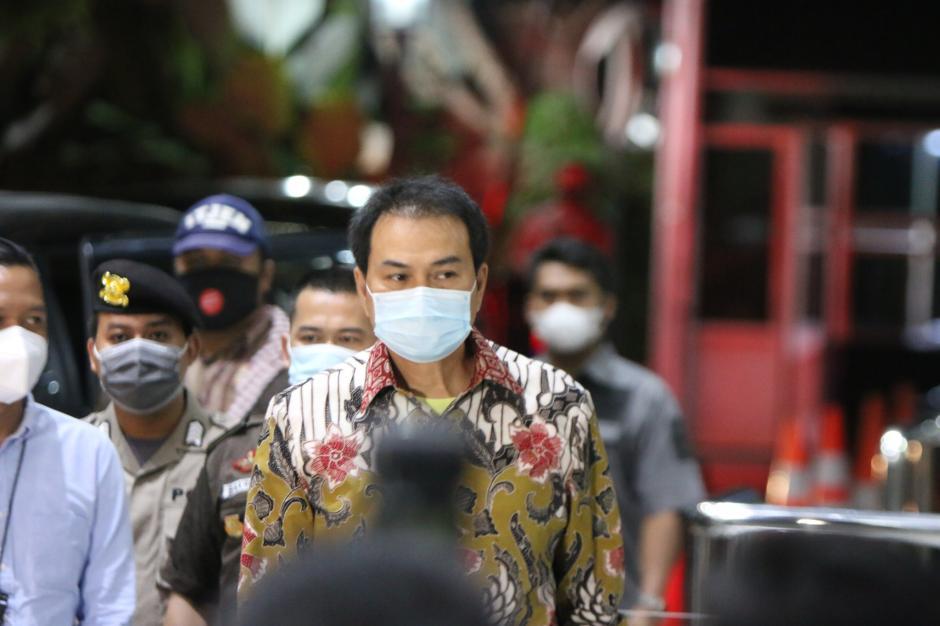 Ngeles Jalani Isoman, Akhirnya Azis Syamsuddin Dijemput Paksa KPK-4