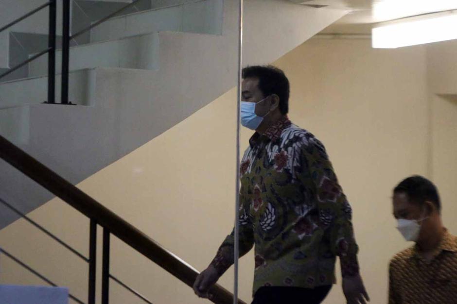 Ngeles Jalani Isoman, Akhirnya Azis Syamsuddin Dijemput Paksa KPK-2