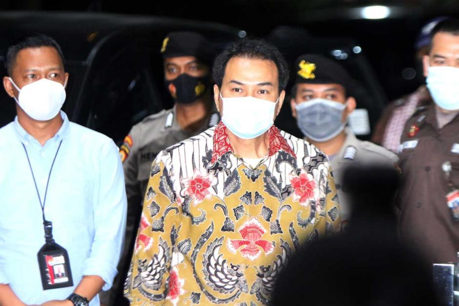 Ngeles Jalani Isoman, Akhirnya Azis Syamsuddin Dijemput Paksa KPK-1