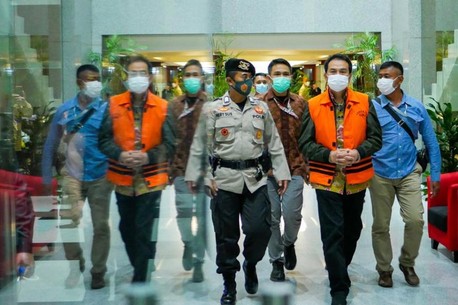 Tangan Diborgol, Azis Syamsuddin Resmi Ditahan KPK-2