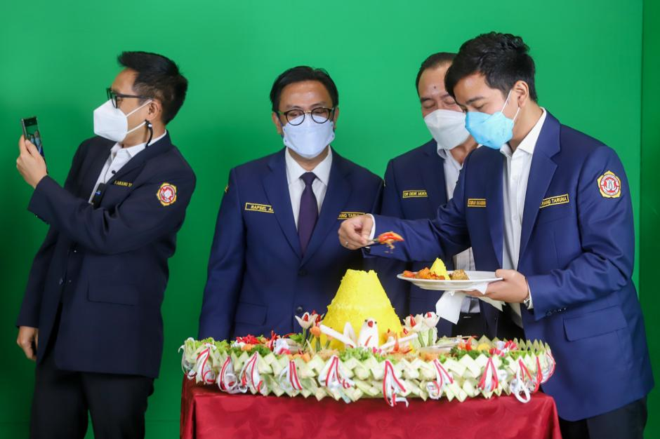Gibran Hadiri Syukuran HUT Karang Taruna ke-61 di Jakarta-0