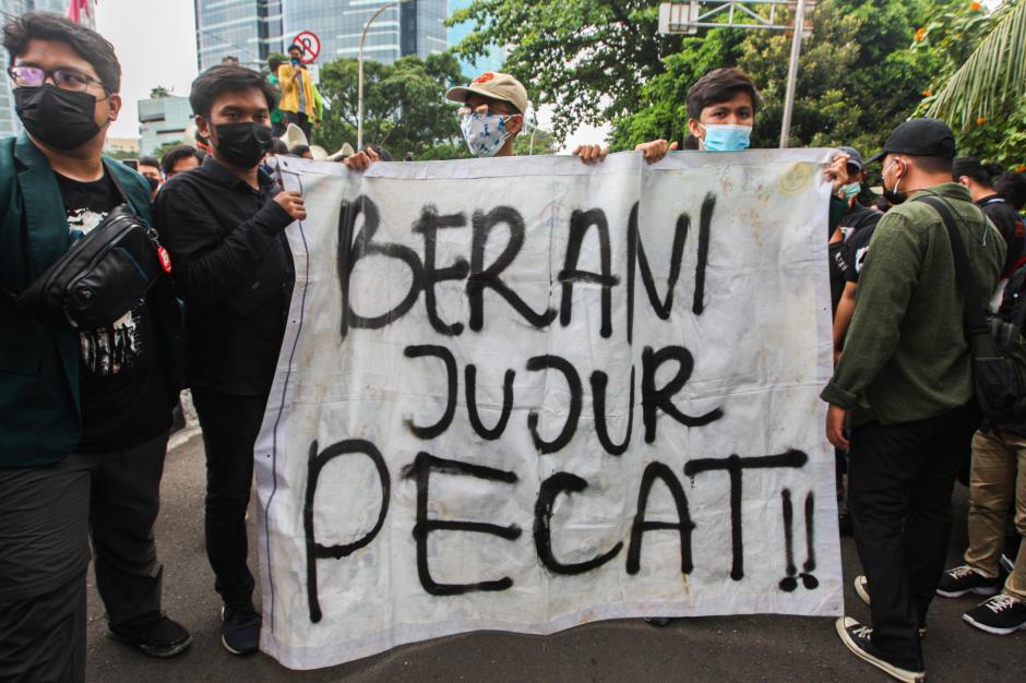 Ultimatum Tak Digubris, Ratusan Mahasiswa Kepung Gedung KPK-1