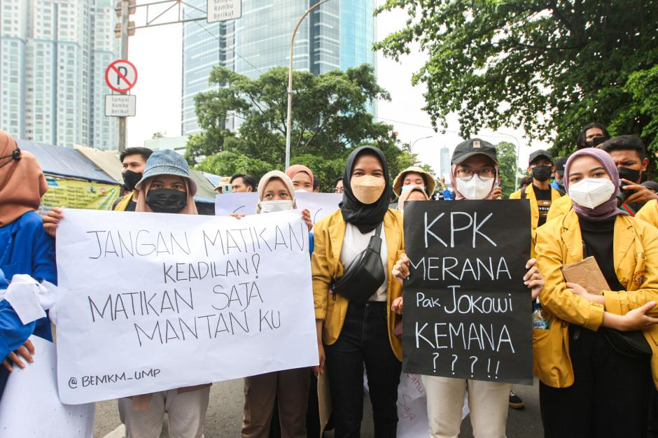Ultimatum Tak Digubris, Ratusan Mahasiswa Kepung Gedung KPK-3