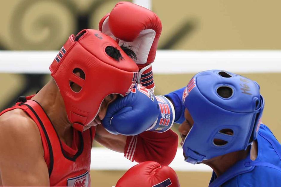 Aksi Atlet Muay Thai di Babak Penyisihan Kelas 54 Kg Putra PON Papua-2