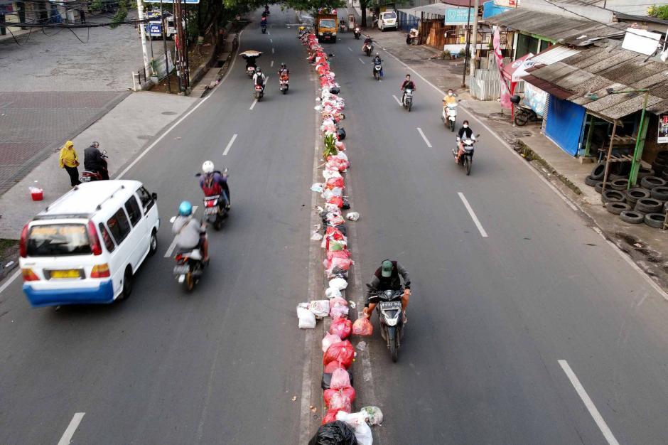 Memalukan, Begini Kebiasaan Warga yang Kompak Buang Sampah Sembarangan di Tengah Jalan Ciledug Sejak 2010-7