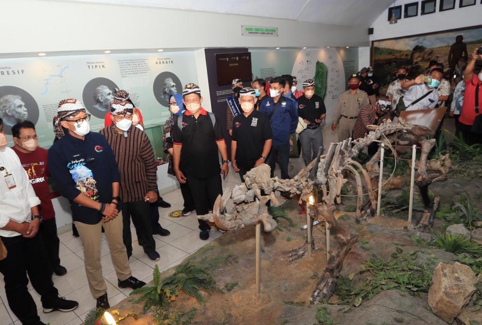 Menteri Sandiaga Uno Dengarkan Keluhan Pedagang di Kawasan Wisata-4