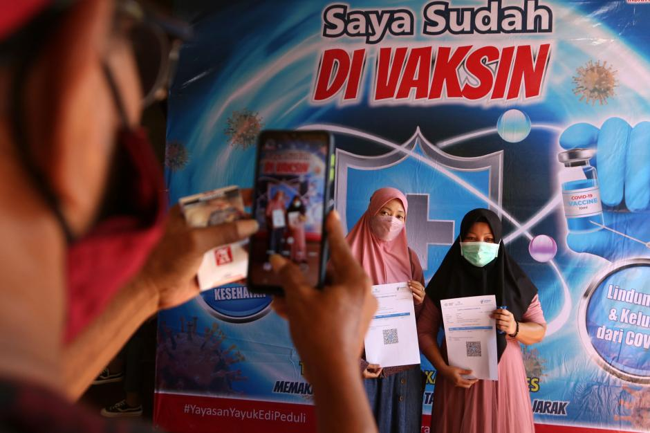 Rumah Aspirasi Indah Kurnia dan Yayasan Yayuk Edi Peduli Gelar Vaksinasi di Perkampungan-2