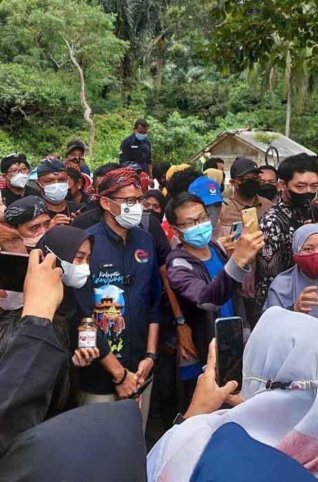 Satu Kampung Cikakak Turun Gunung Menyambut Menteri Sandiaga Uno-2