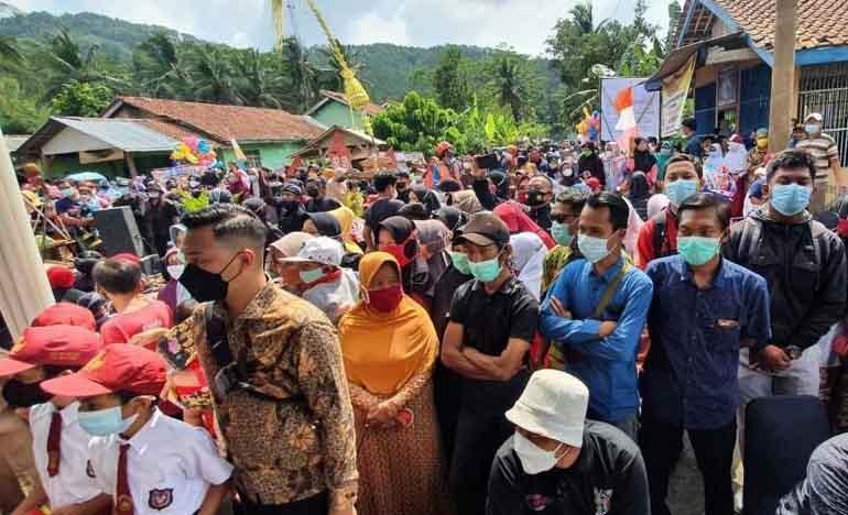 Satu Kampung Cikakak Turun Gunung Menyambut Menteri Sandiaga Uno-3