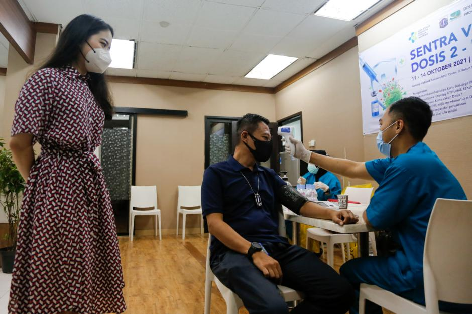 Ketua MNC Peduli Jessica Tanoesoedibjo Tinjau Sentra Vaksinasi Dosis Kedua-3