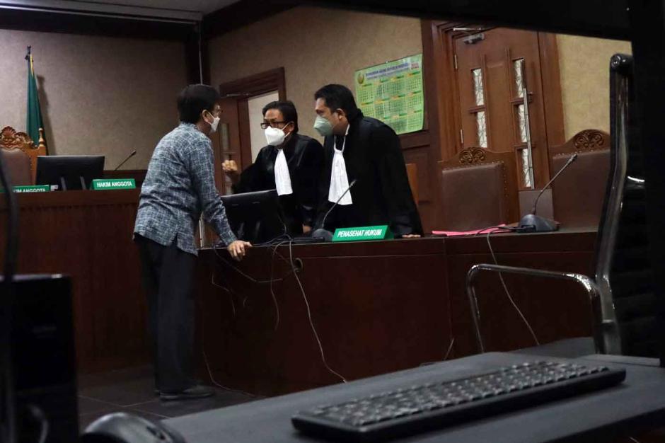 Terdakwa Yoory Corneles Jalani Sidang Dakwaan Kasus Dugaan Pengadaan Tanah di Munjul-1